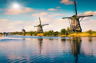 PROMO_Kinderdijk canal shutterstock_387160984