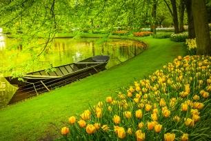 Spring Gardens Keukenhof shutterstock_796678078